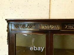 Vitrine deux portes de style Napoléon III Marqueterie et bronze XX siècle